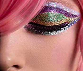 http://holidayimage.files.wordpress.com/2010/08/22166-make-up-eye-shadow.jpg